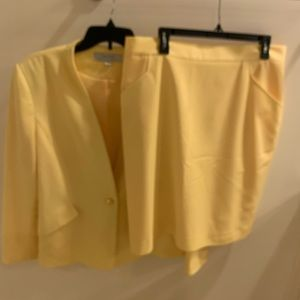 Tahari suit plus size 18 yellow with skirt